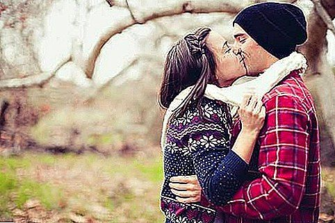 Første dato: 6 Signs He Wants To Kiss You